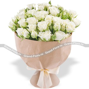 A pure heart - a bouquet of white roses and lilies