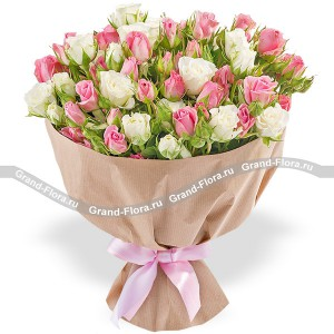 Inozemka - bouquet of pink roses and white chrysanthemums